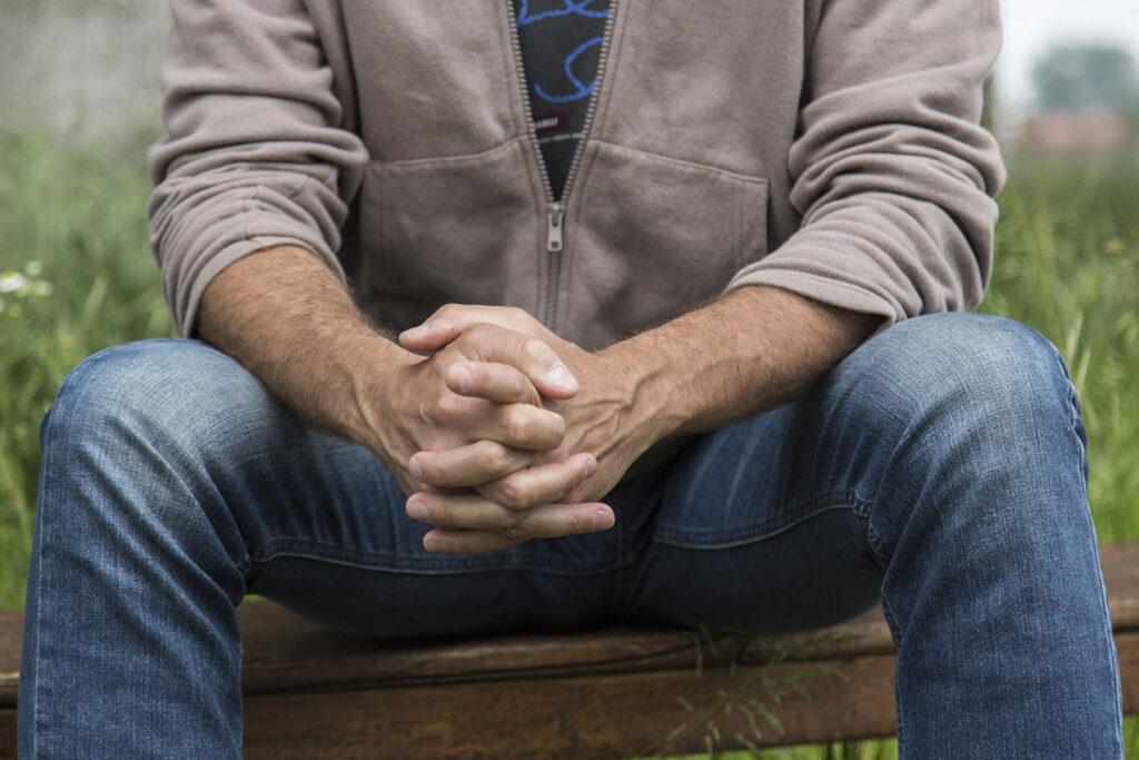 CONNESSIONE La congiunzione delle mani dell'uomo, capaci di unire e creare.